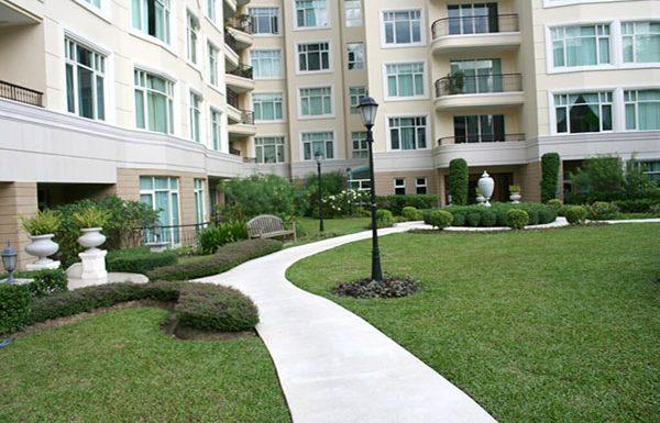 baan-nunthasiri-bangkok-condo-for-sale-garden